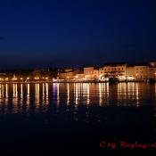 Hafen von Krk bei Nacht